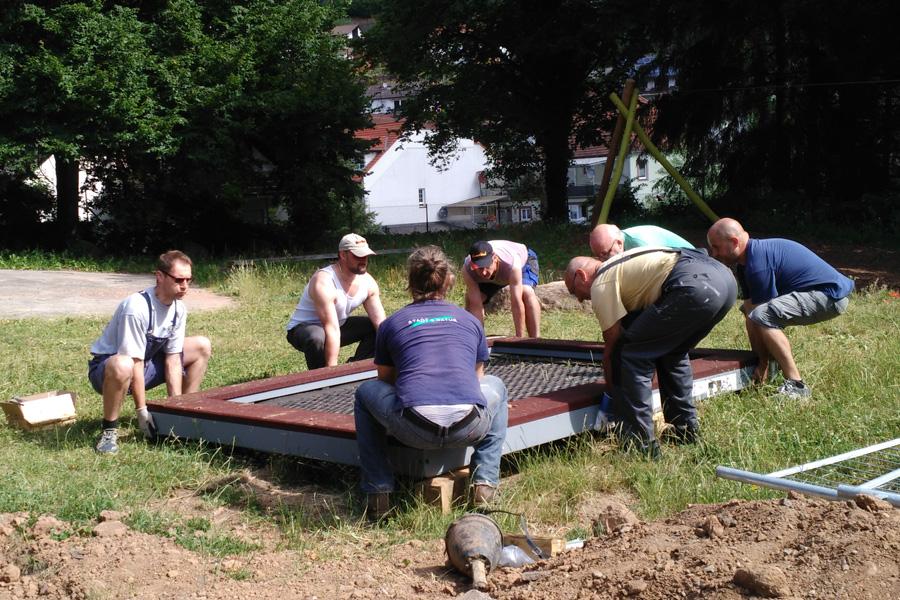 Bodentrampolin Eingebaut Und Hohlenlandschaft Gestaltet